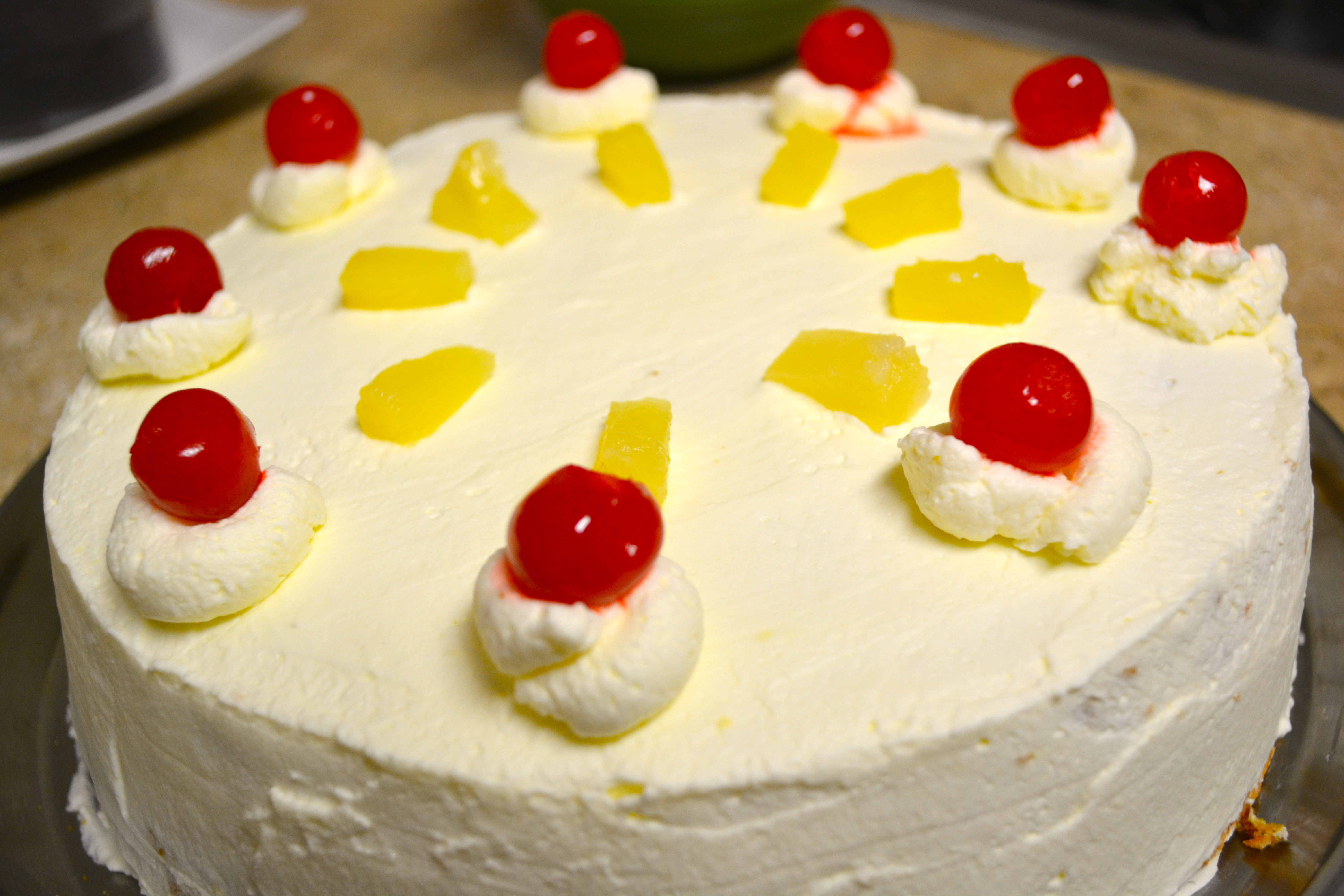 How To Decorate Pineapple Cake